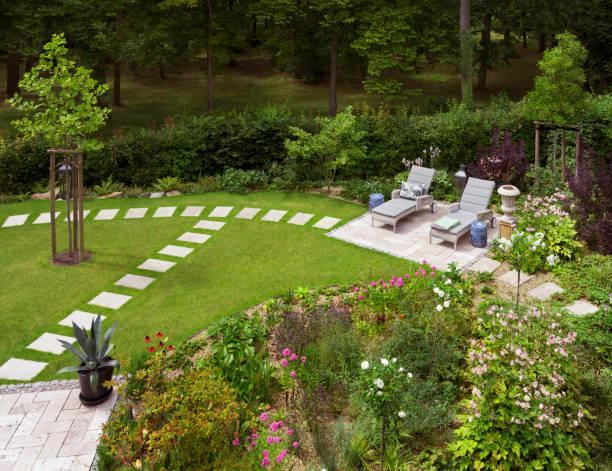 Décoration extérieure : la pierre s'invite dans le jardin !
